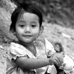 シングルマザーの貧困の割合や原因は年収の低さ?母子支援で対策を